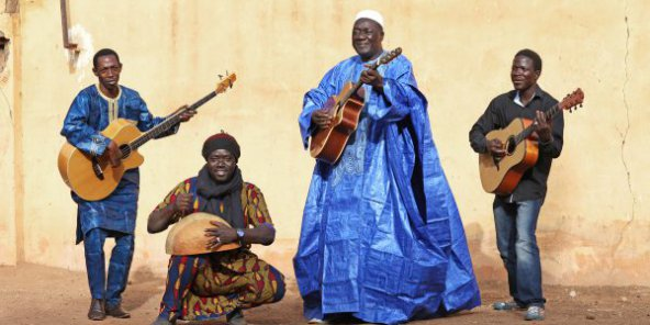 djelimady-tounkara-artiste-guitariste-super-rail-band-bamako-copy