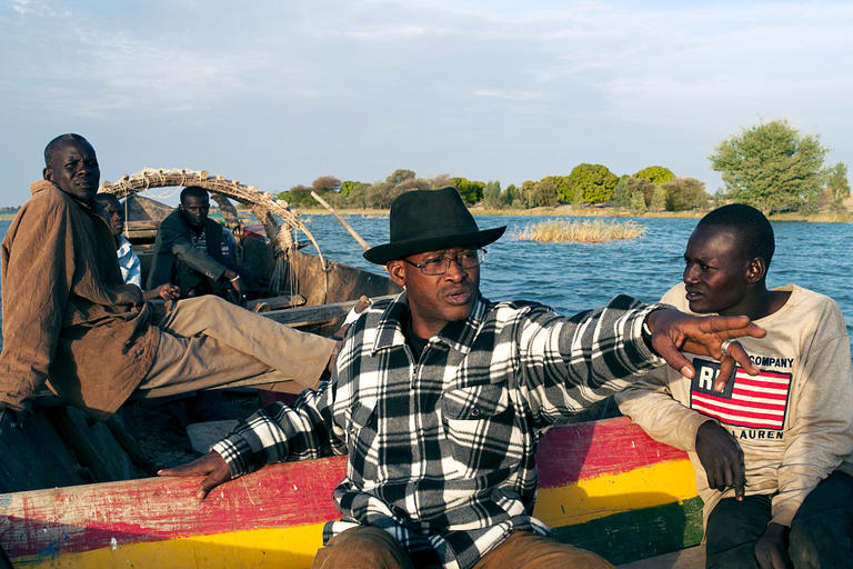 Afel Bocoum, center, on the Niger River, 2010
